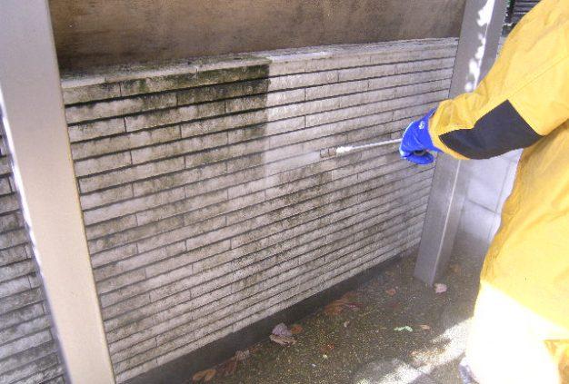 塀垣 エコロビーム洗浄中